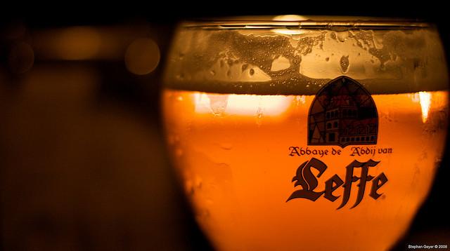La birra si beve più velocemente se il bicchiere è curvo