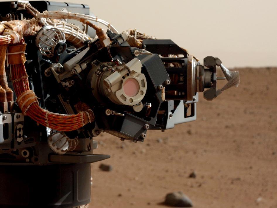 Il naso di Curiosity a lavoro su Marte