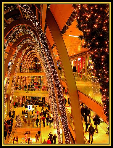 Shopping natalizio: musica e profumo per vendere di più