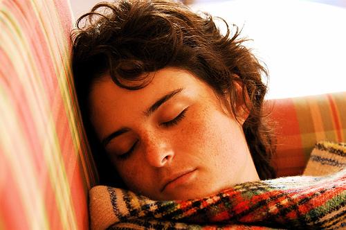 Dormire poco uccide i neuroni