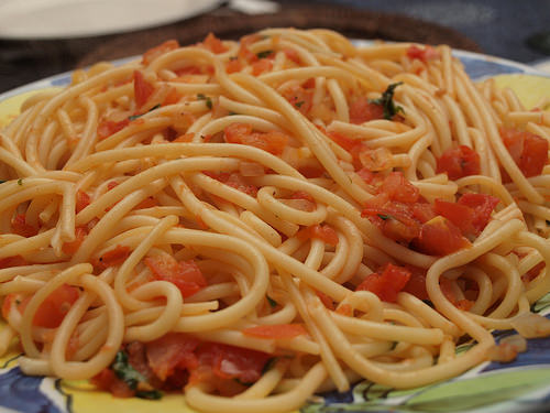 Perché gli spaghetti non si rompono mai a metà?