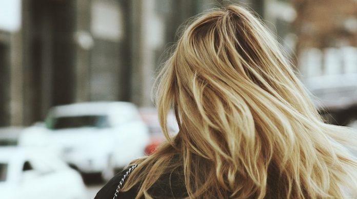 crescita dei capelli sandalo